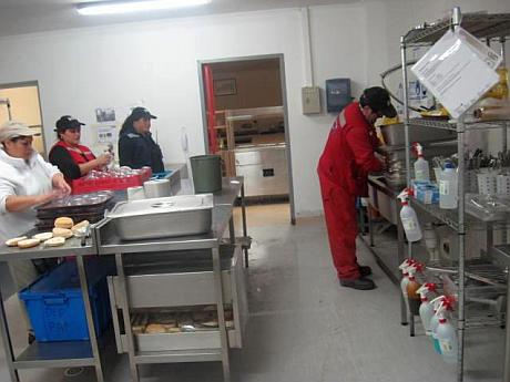Gendarmes denunciaron que personal de aseo manipularía alimentos en la cárcel de Puerto Montt
