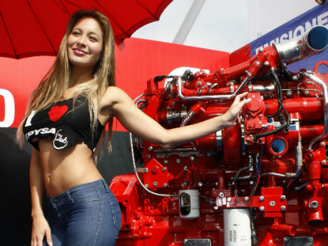 Barrientos y Sabrina Sosa recorrieron la Feria de Transportes de